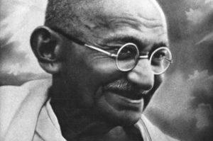 90cb17f684ac97225e9e751cfd6b049a1 300x199 - Махатма Ганди
