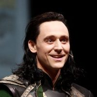 Tom Hiddleston Loki 1 800x533 200x200 - Хью Джекман