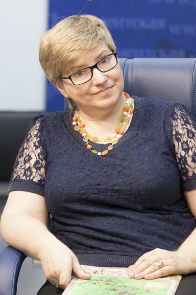 Ася Энговатова