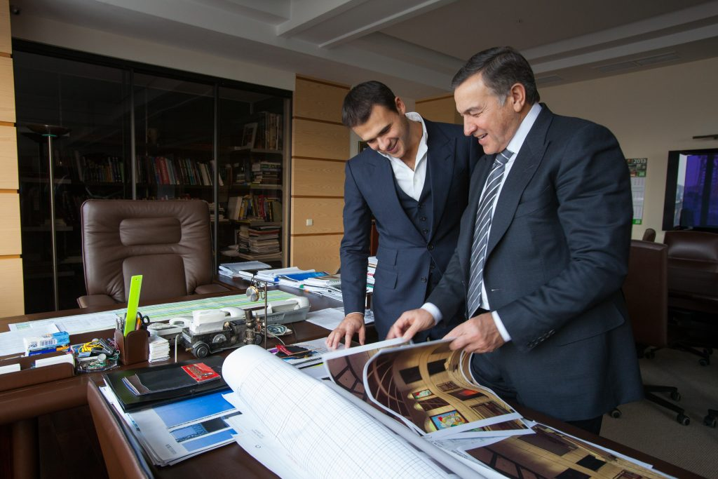Агаларовы бизнес. Арас и Эмин Агаларовы за работой