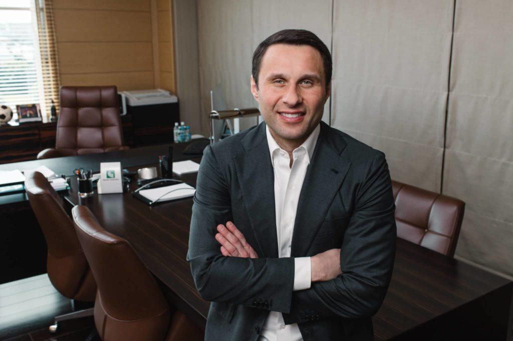 Максим Сергеевич Лалакин в кабинете